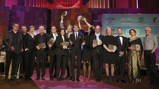 Schlussbild mit allen Preisträgern zum Ende der Gala Deutscher Hörbuchpreis 2019; Bild: WDR/Annika Fußwinkel